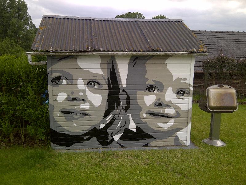 portret-kinderen-op-tuinhuis