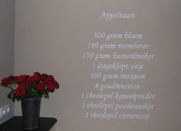 Het recept van appeltaart geschilderd in de keuken