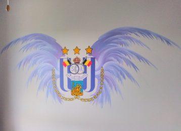 Decoratieve wandschildering logo voetbalclub RSC Anderlecht