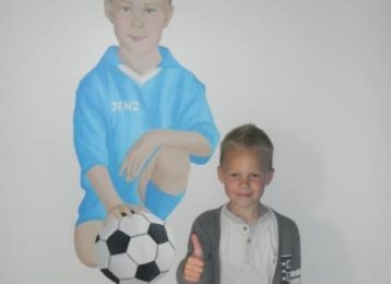 Muurbeschildering portret van voetballertje