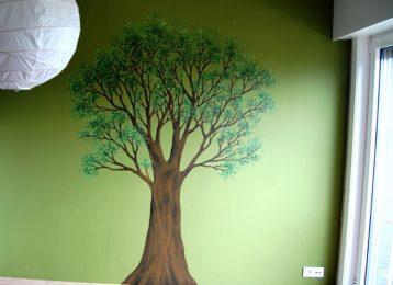 Muurschildering van een boom