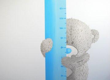 Wandschildering Me To You beertje waarop u de groei van uw kind kan meten
