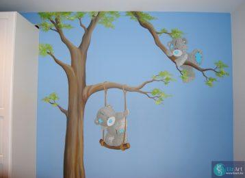 Muurschildering Me To You beertjes spelen in boom