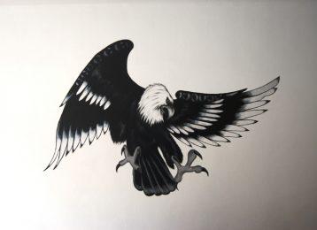 Muurschildering van een arend in zwart en wit
