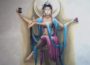 Spirituele wandschildering Indische godin in de traphal