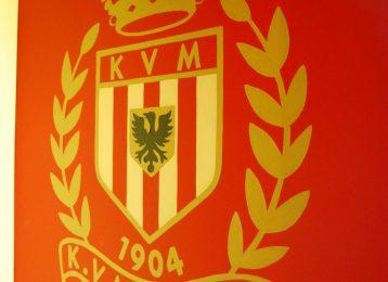 Geschilderd logo van voetbalploeg K.V. Mechelen
