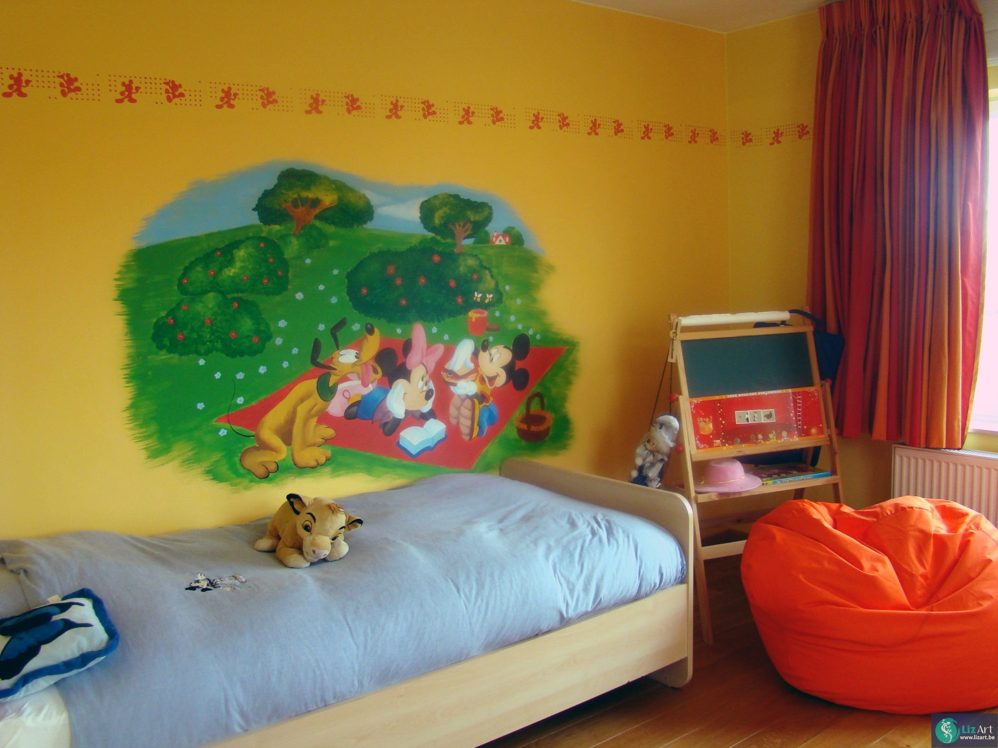 Mickey mouse muurschildering disney s icoon lizart