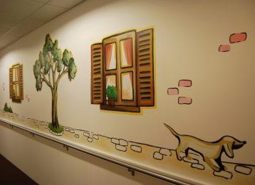 Muurschildering in gang van woonzorgcentrum Ramen & Poel te Gent