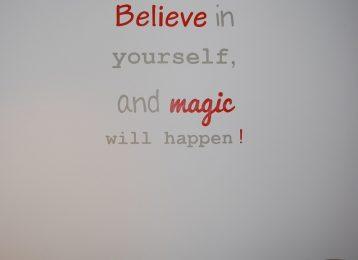 Muurtekst believe in yourself