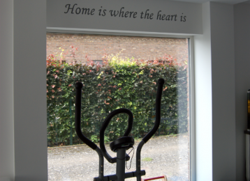 Muurtekst: Home is where the heart is