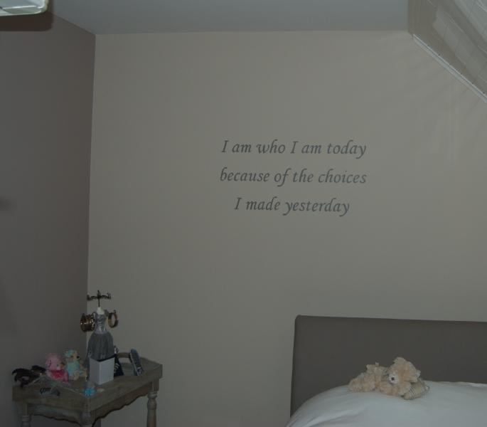 geschilderde tekst in de slaapkamer