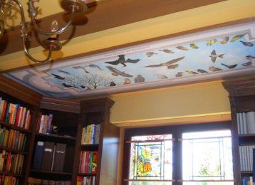 Plafondschildering van vogels in een studeerkamer