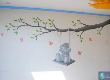 Wandschildering Me to You beertje op schommel en vlinders