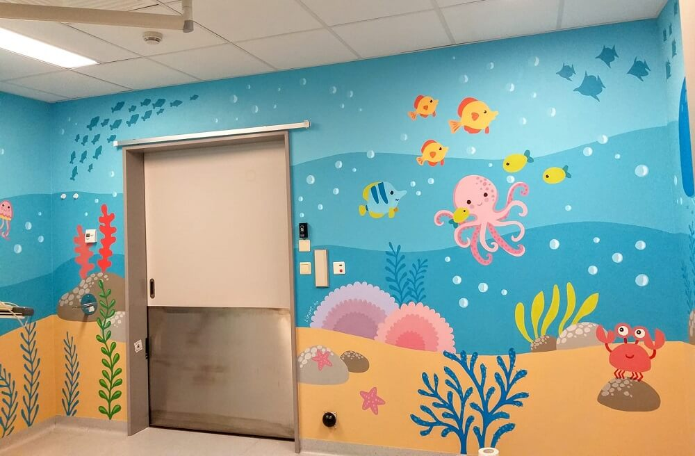 Wandschildering van een onder water wereld in een spoed box voor kinderen