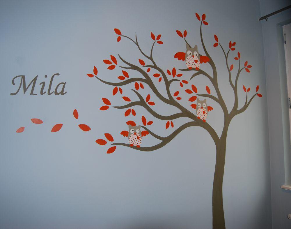 Muurschildering in kinderkamer van Olli de uil in een boom met de naam ...